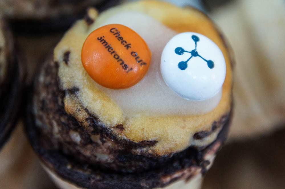 Zum Kuchen gab's diesmal auch Muffins mit 5microns-Logos